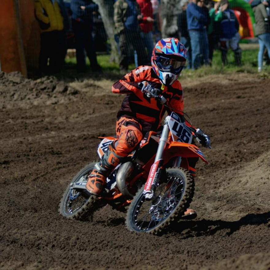 Alfonso Bratschi acelera com o pneu RMX35