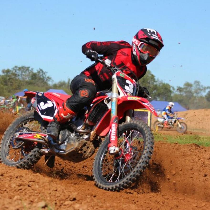 Carlos Eduardo é o atual campeão paraguaio de motocross